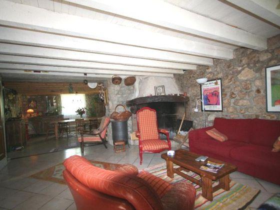 Vente propriété 4 pièces 210 m2