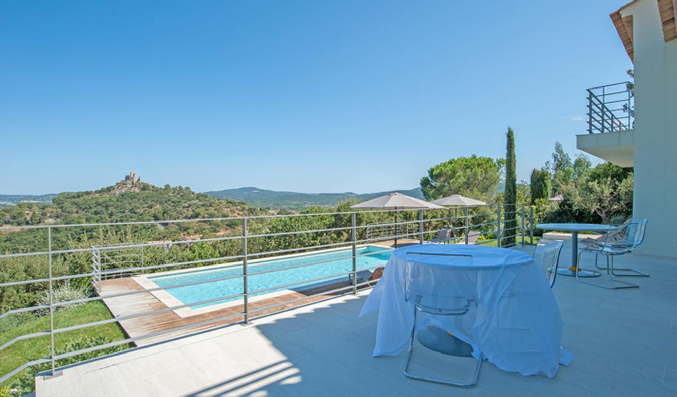 Maison contemporaine avec piscine et jardin Grimaud