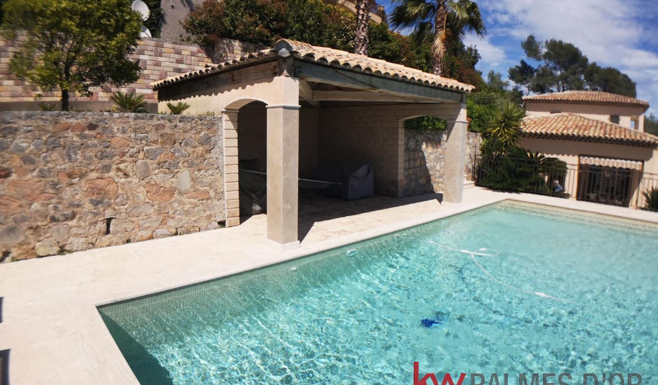 Maison avec piscine et terrasse La Roquette-sur-Siagne
