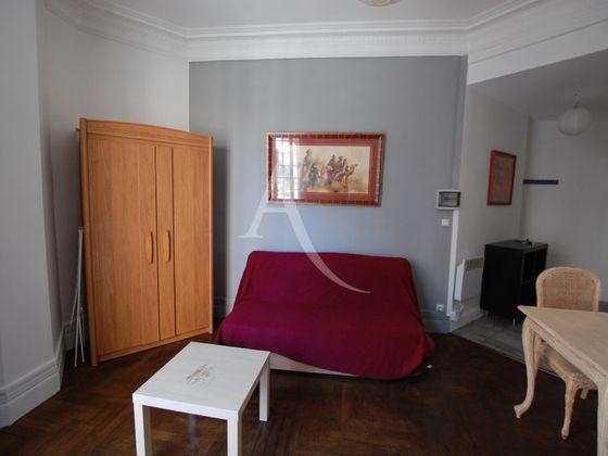 Location studio meublé 16 m2