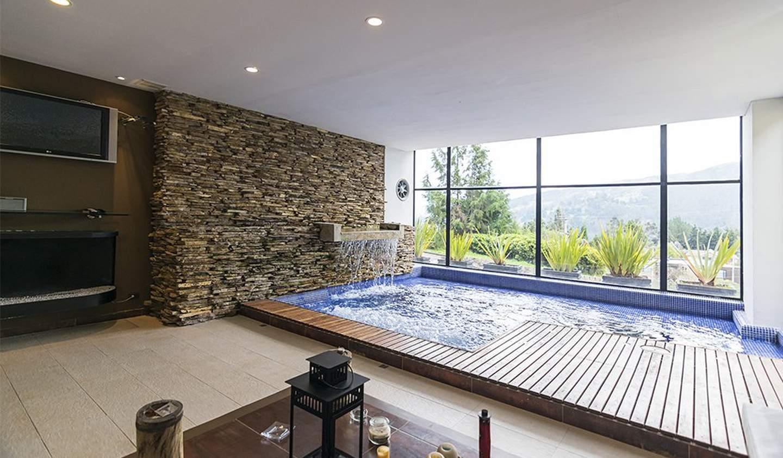 Villa with pool and garden Bogota