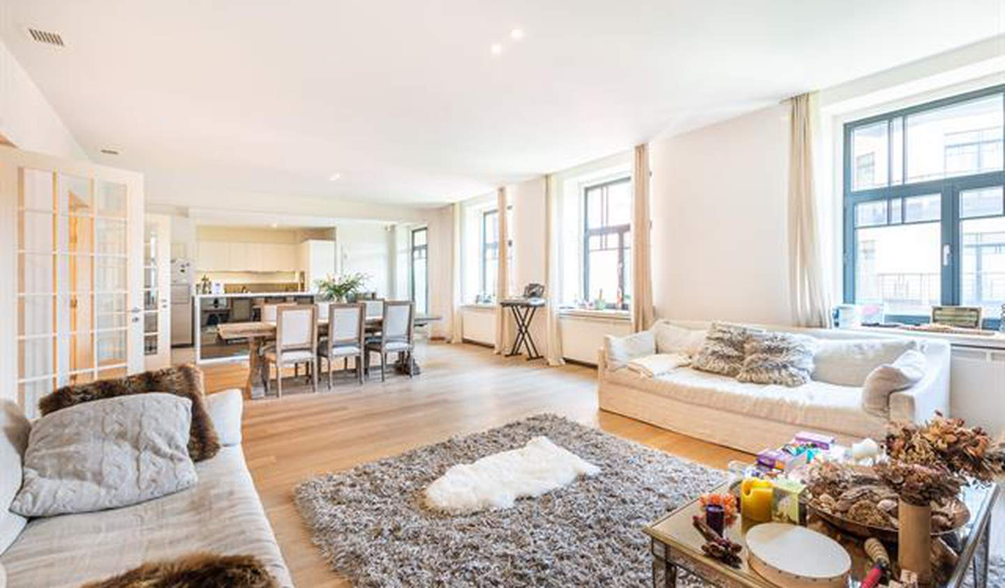 Apartment with terrace and pool Ixelles
