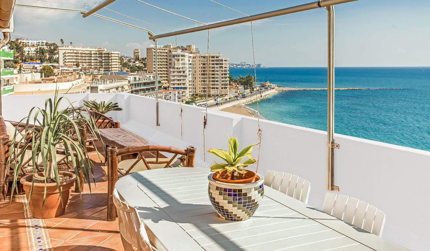 Apartment with terrace and pool Fuengirola