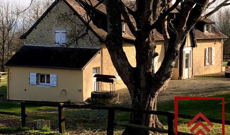 House with terrace Bazoches-sur-Hoëne