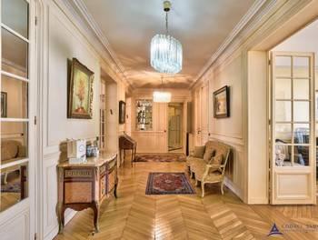 Appartement 6 pièces 242,09 m2