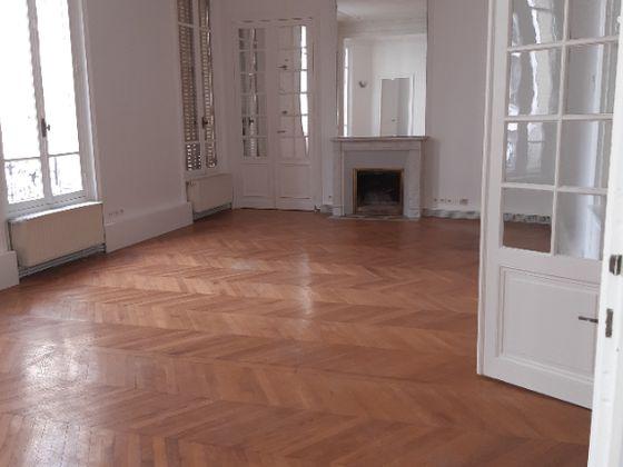 Location appartement 5 pièces 168,28 m2
