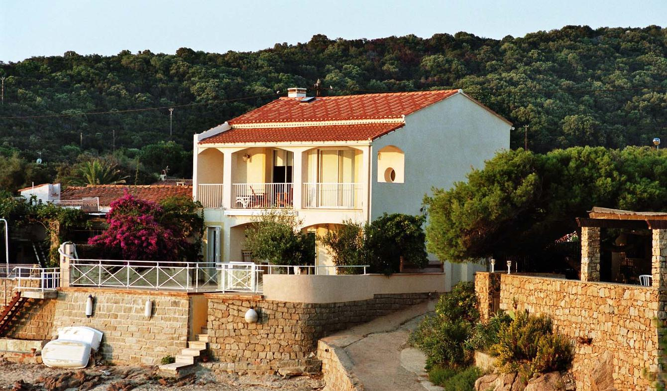 Seaside villa and terrace Pietrosella