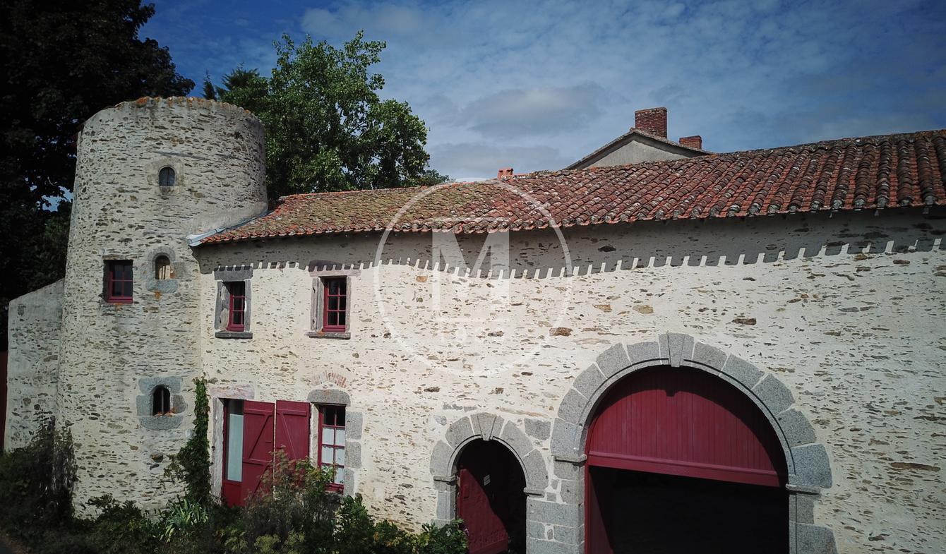 House with terrace La Châtaigneraie