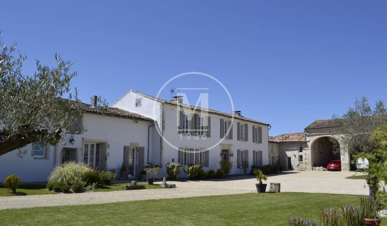 House with pool Jarnac