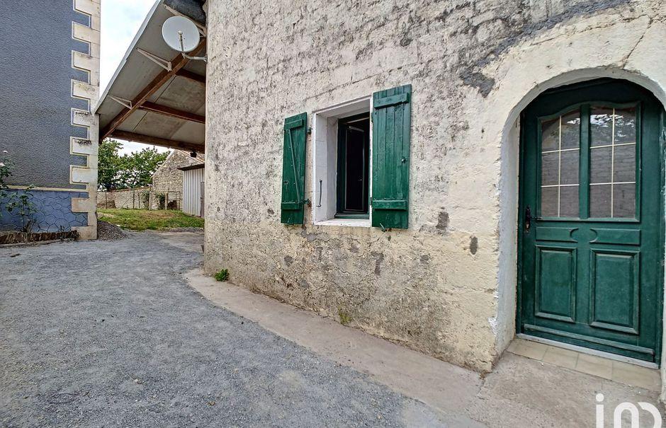 Vente maison 3 pièces 87 m² à Secondigné-sur-Belle (79170), 75 000 €