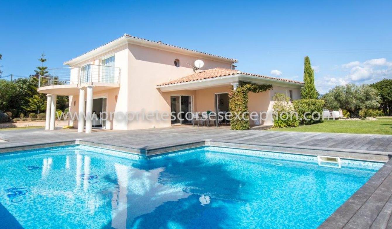 Villa avec piscine en bord de mer Porticcio