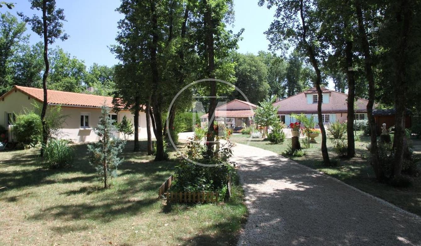 Villa avec piscine et terrasse Poitiers