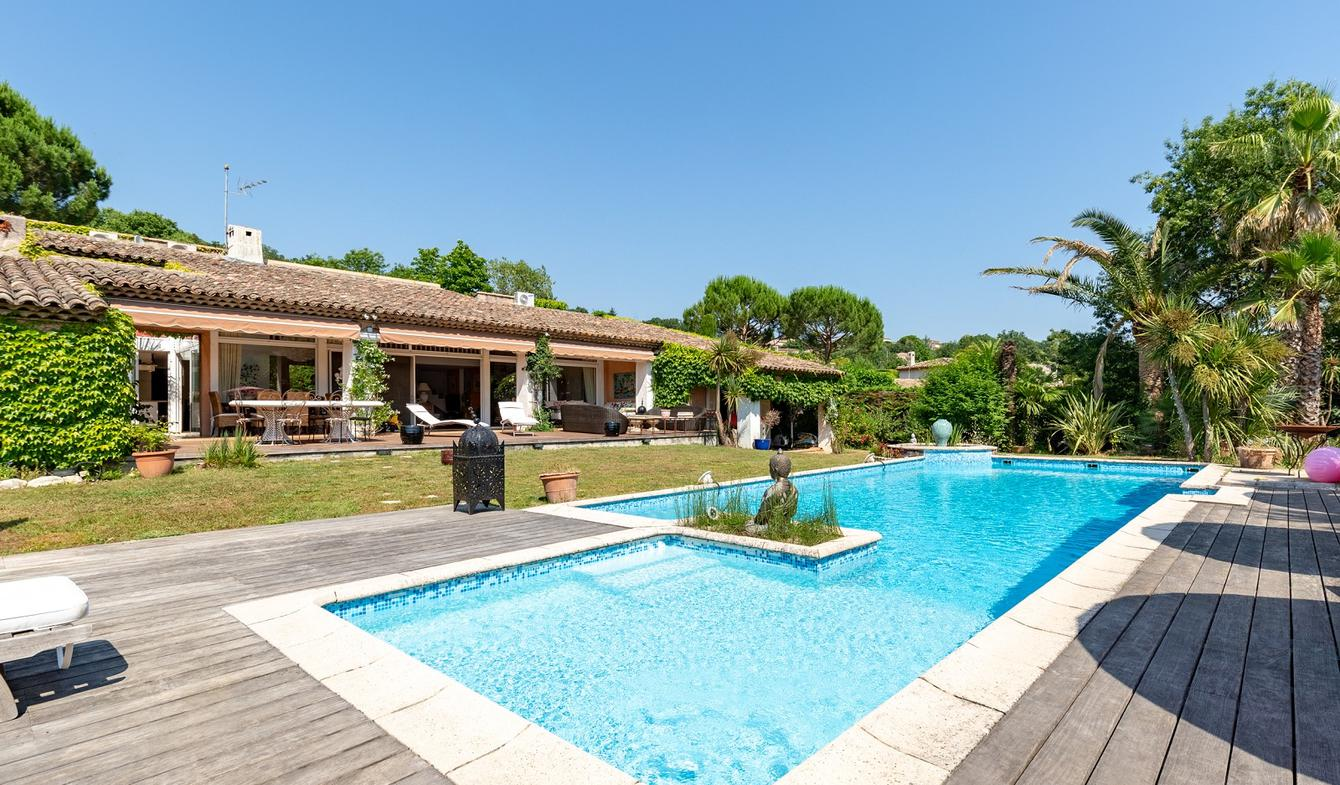 Villa with pool and garden Valbonne