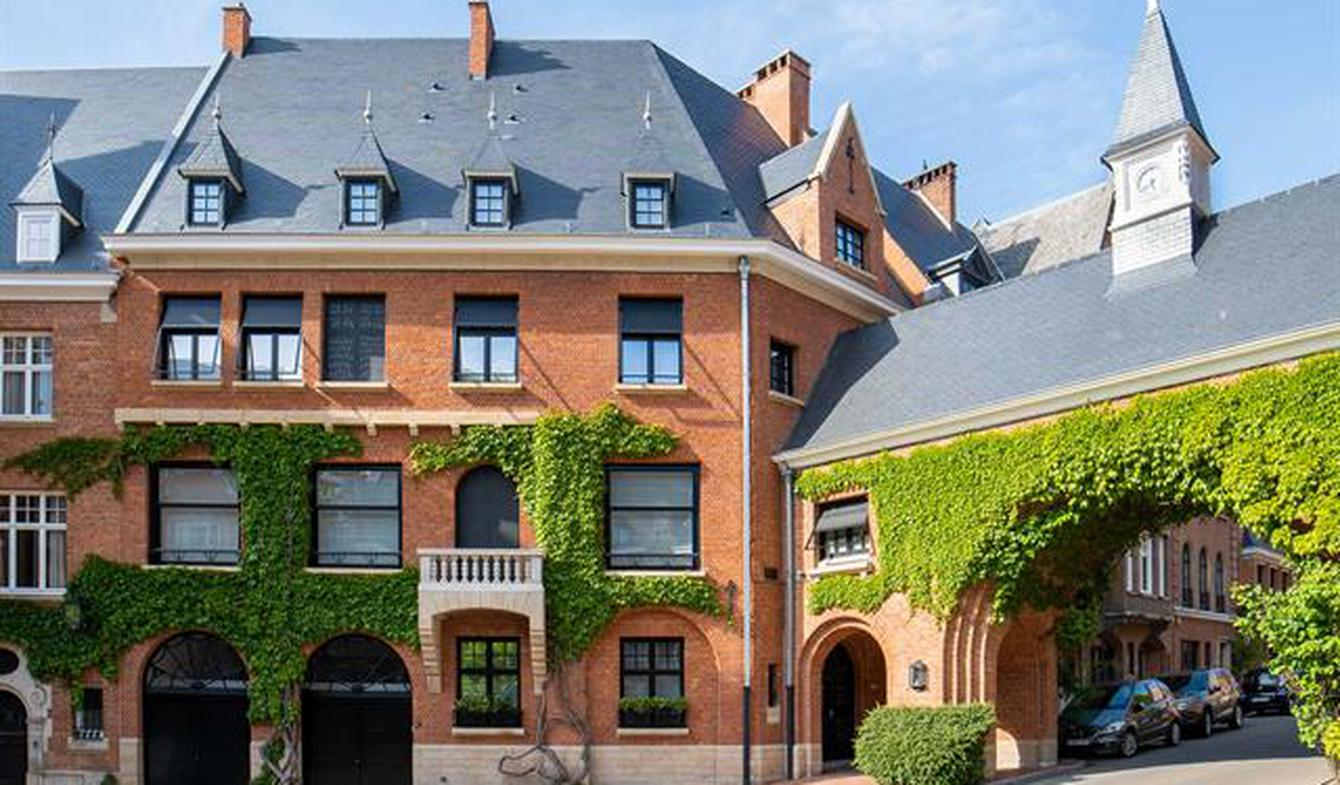 House with pool and terrace Ixelles