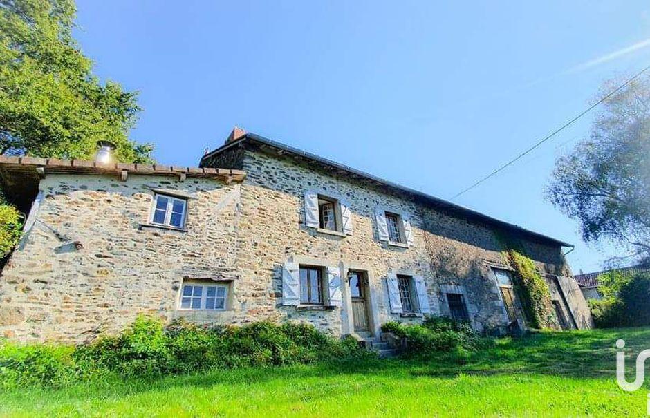 Vente maison 4 pièces 200 m² à Saint-Léonard-de-Noblat (87400), 220 000 €