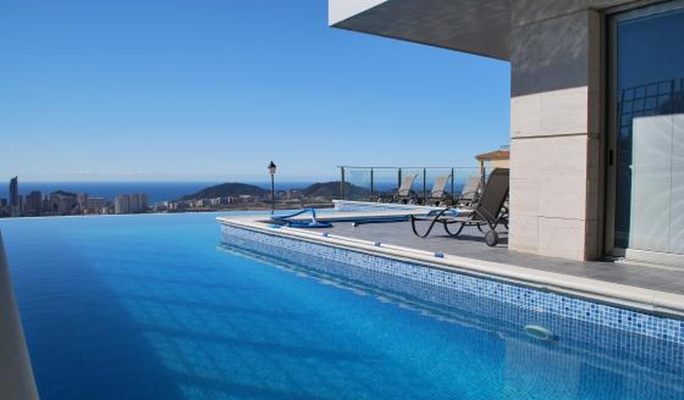 Villa avec piscine en bord de mer Finestrat