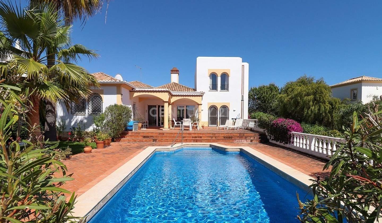 Maison avec piscine en bord de mer Albufeira