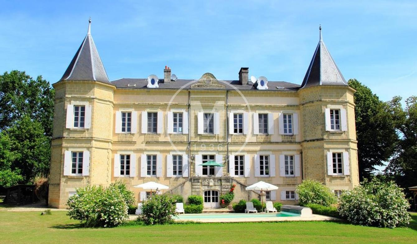 Castle Miramont-de-Guyenne