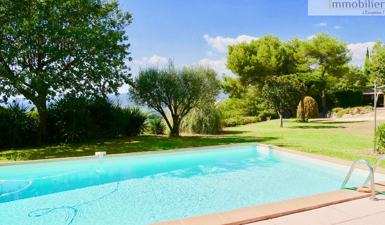 House with pool and terrace Le Beausset