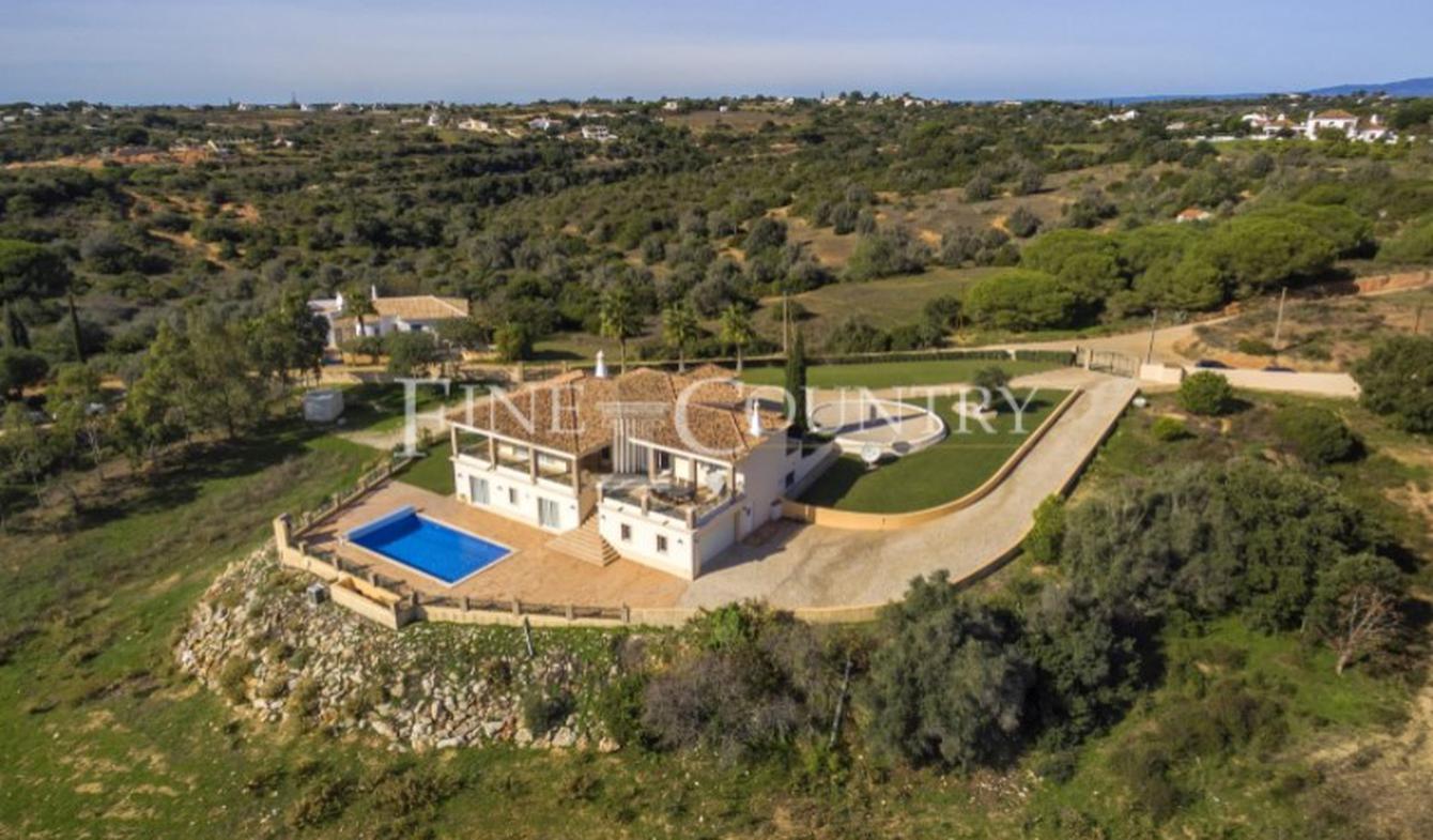 Villa with garden and terrace Faro District