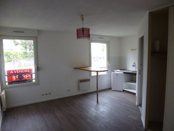 Location studio meublé 23,78 m2