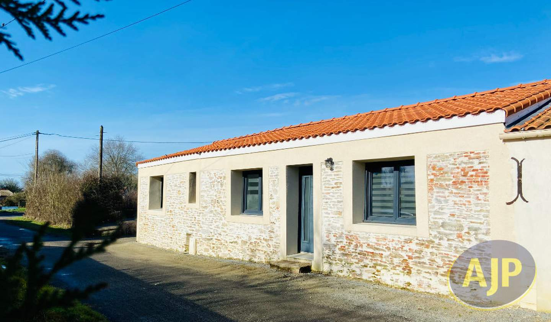 House with terrace Chauvé
