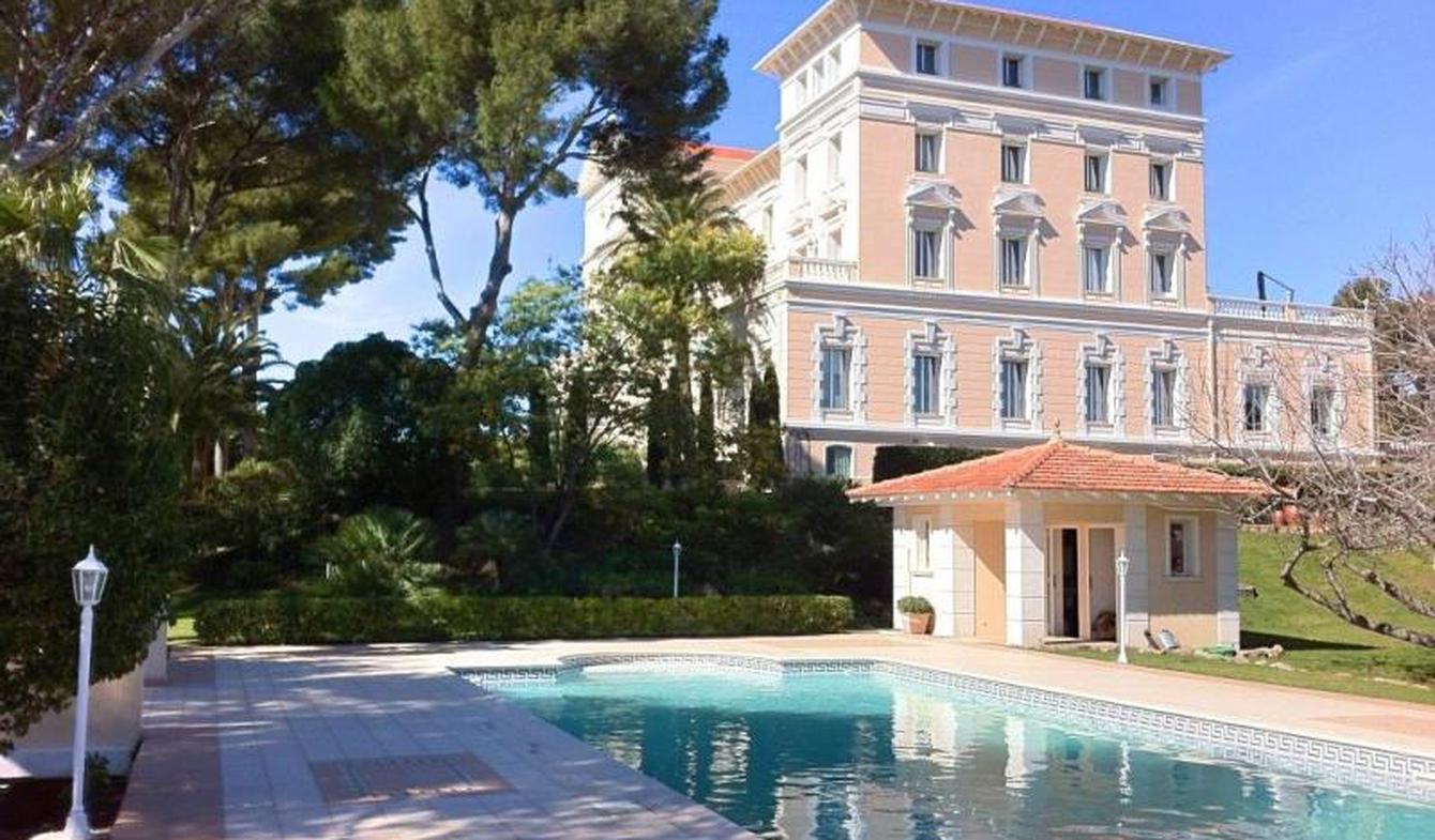 Appartement avec terrasse et piscine Boulouris