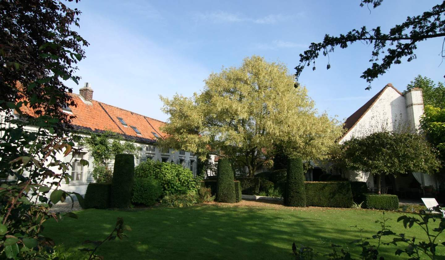 Farm house with outbuildings and garden Enghien