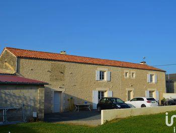 maison à Saint-Georges-de-Longuepierre (17)