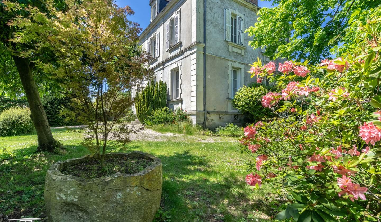 House with terrace Les Brouzils