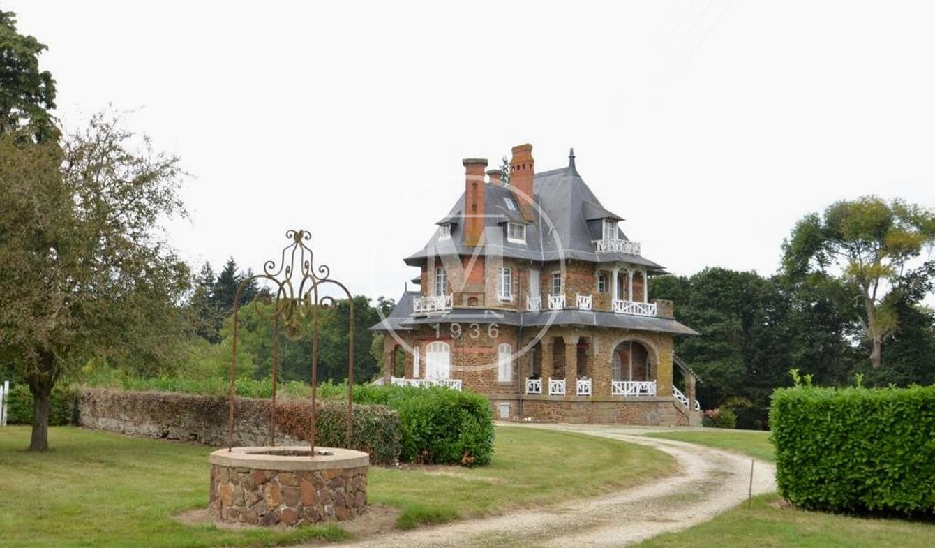 Maison avec piscine et terrasse Laval
