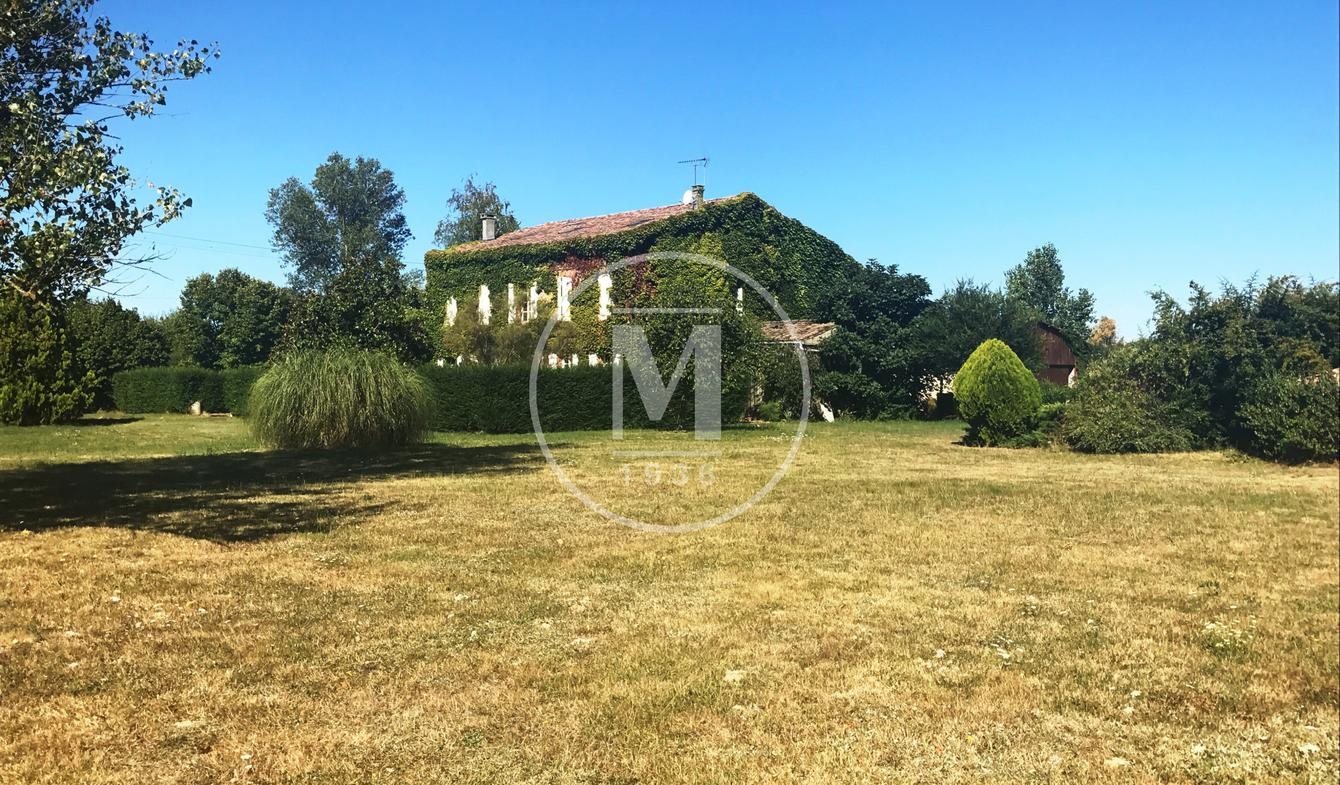 House with pool and terrace Villemur-sur-Tarn