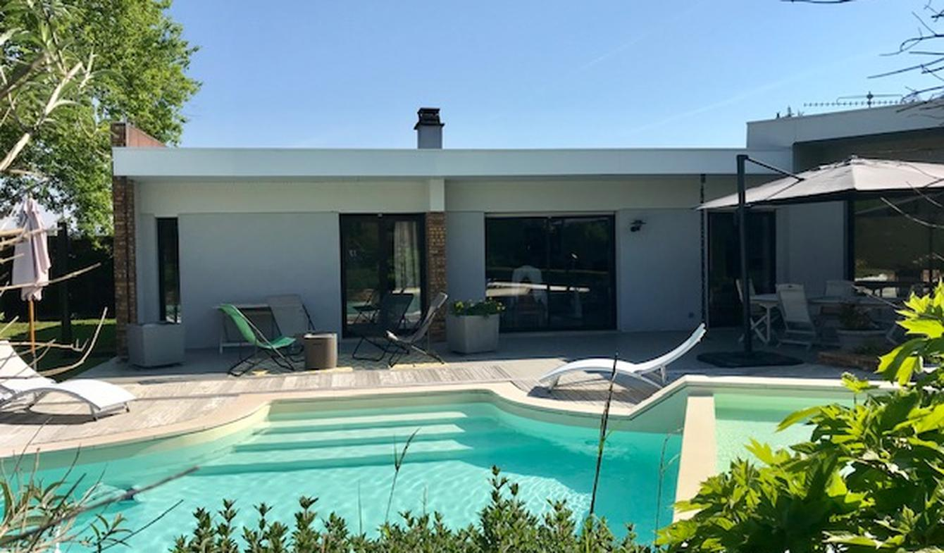 Maison contemporaine avec piscine et jardin Beautiran