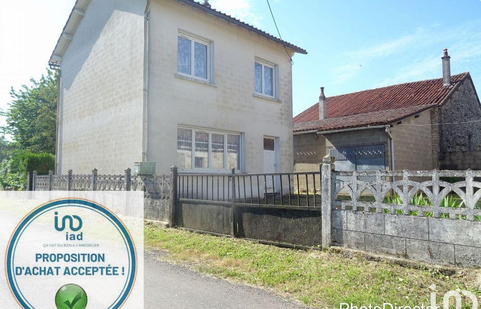 Vente maison 4 pièces 70 m² à Savigne (86400), 56 500 €