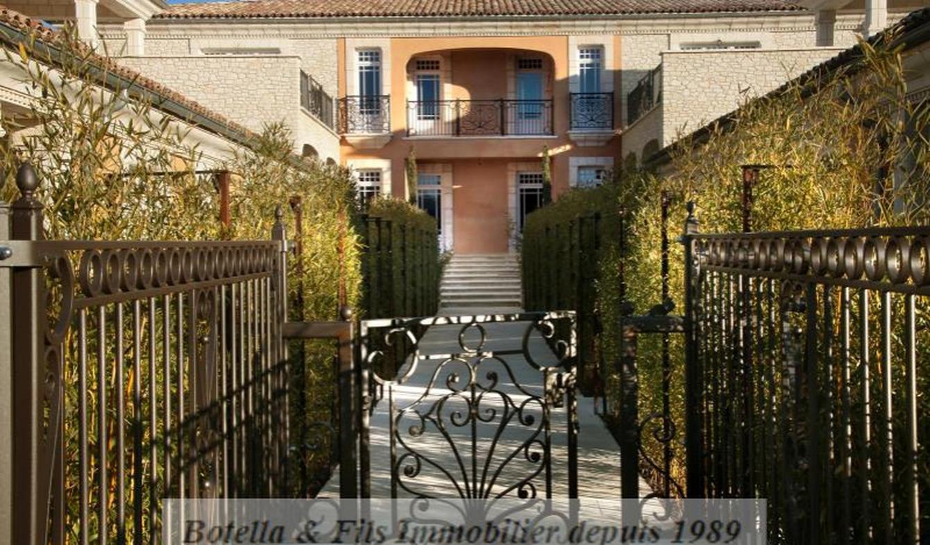 Appartement avec terrasse et piscine Uzès