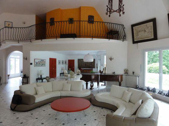 Vente propriété 8 pièces 380 m2