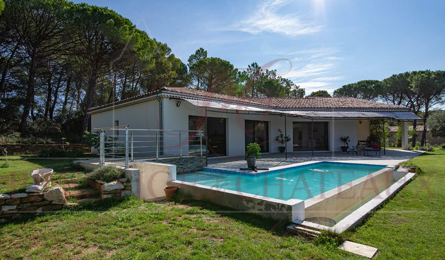 House with pool and terrace Suze-la-Rousse