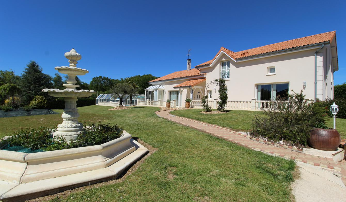 House with pool and terrace Couzeix