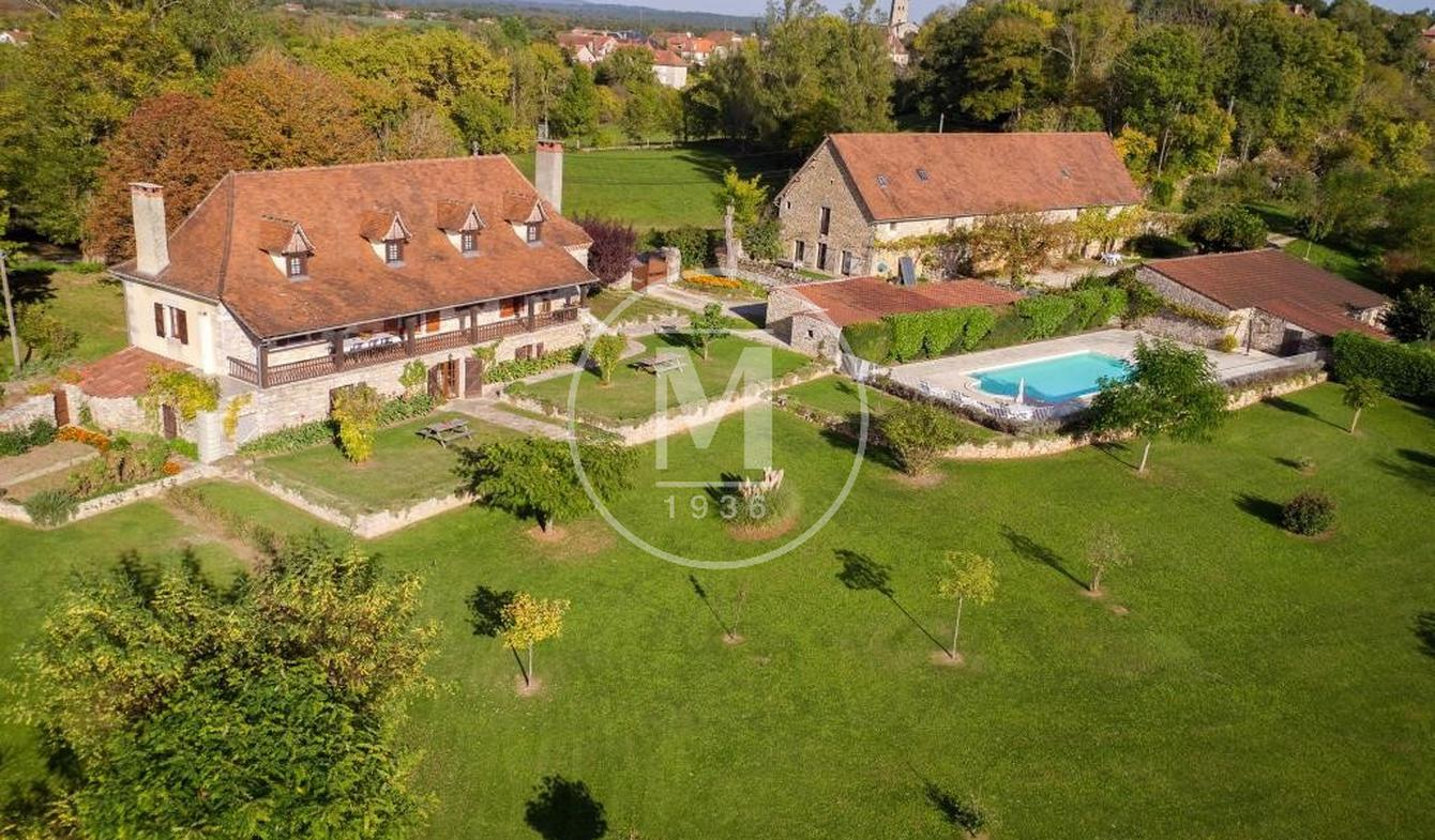 House with pool and terrace Livernon