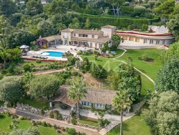 Villa 668,43 m2