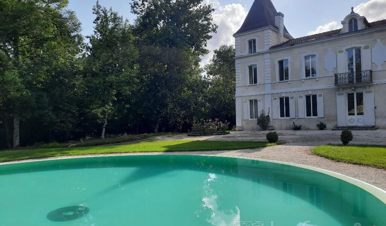 Property with pool Moncaut