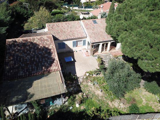 Vente villa 9 pièces 236 m2