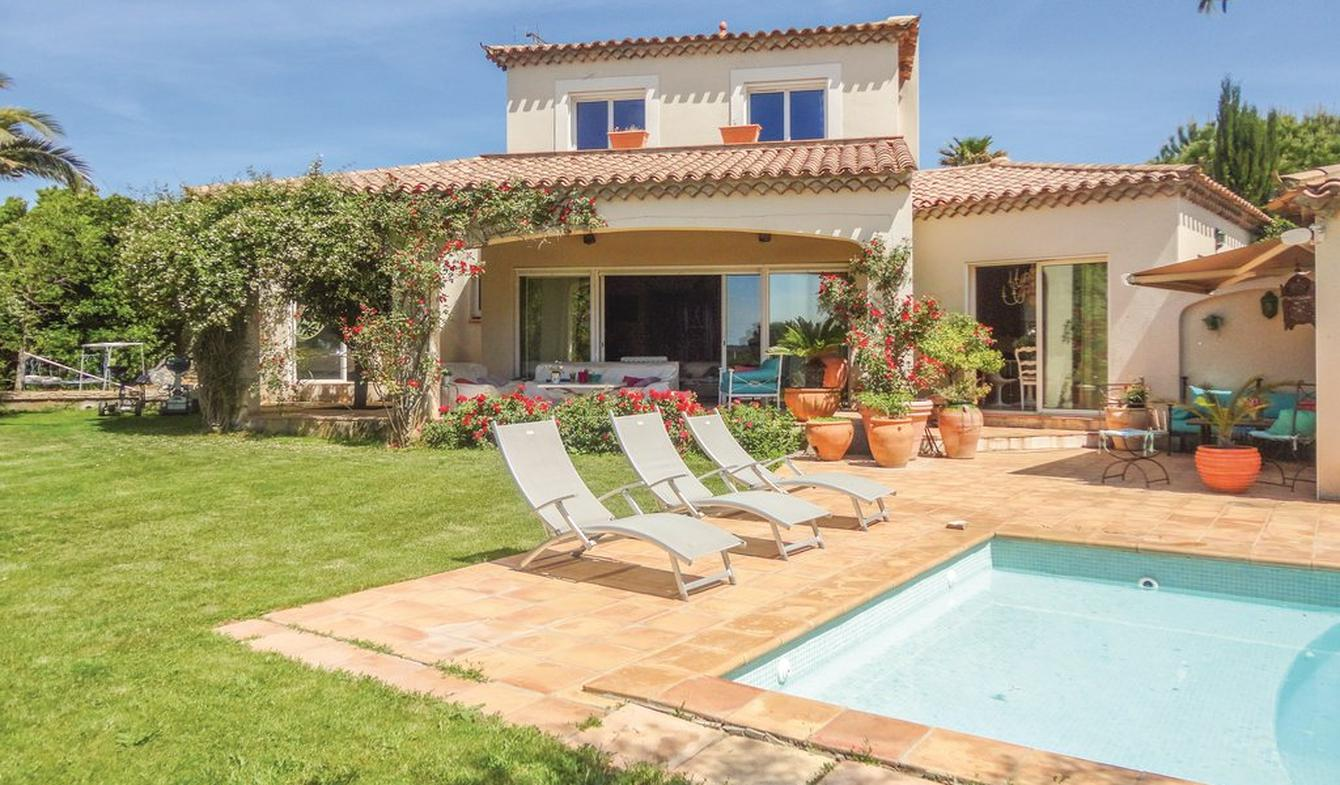 House with pool and garden Beziers