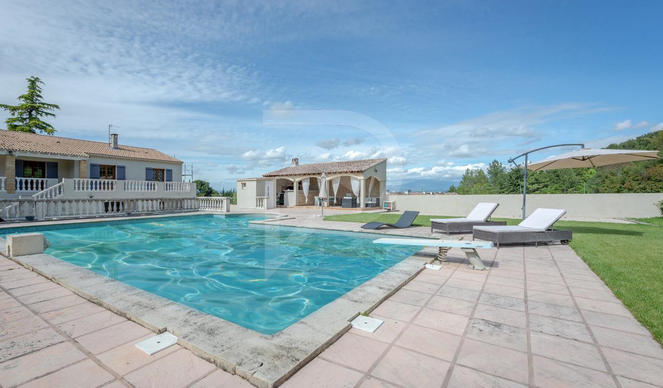 Maison avec piscine et terrasse Saint-Saturnin-lès-Avignon