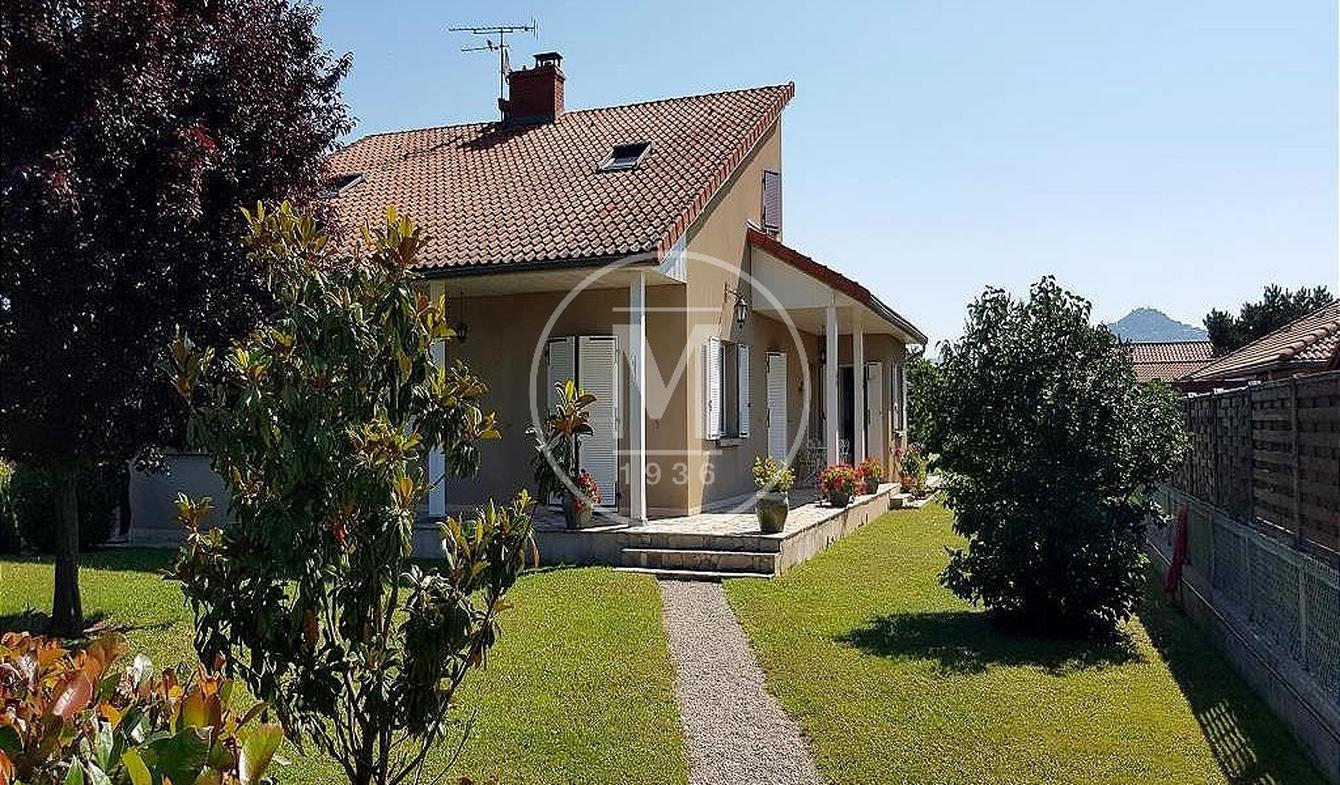 Villa avec piscine et terrasse Parentignat