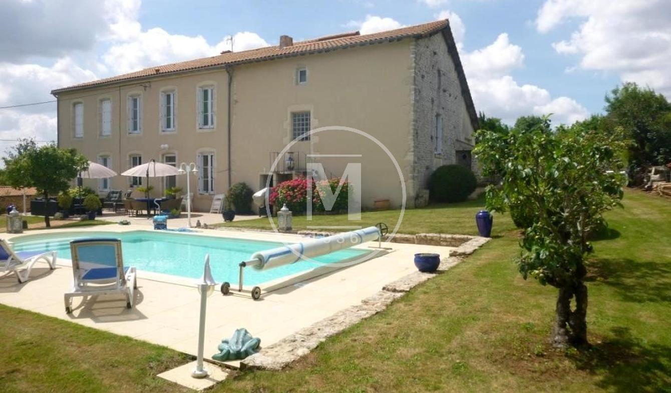 Maison avec piscine Champdeniers-Saint-Denis