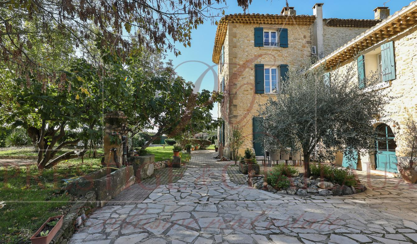 Maison avec piscine et terrasse Caderousse