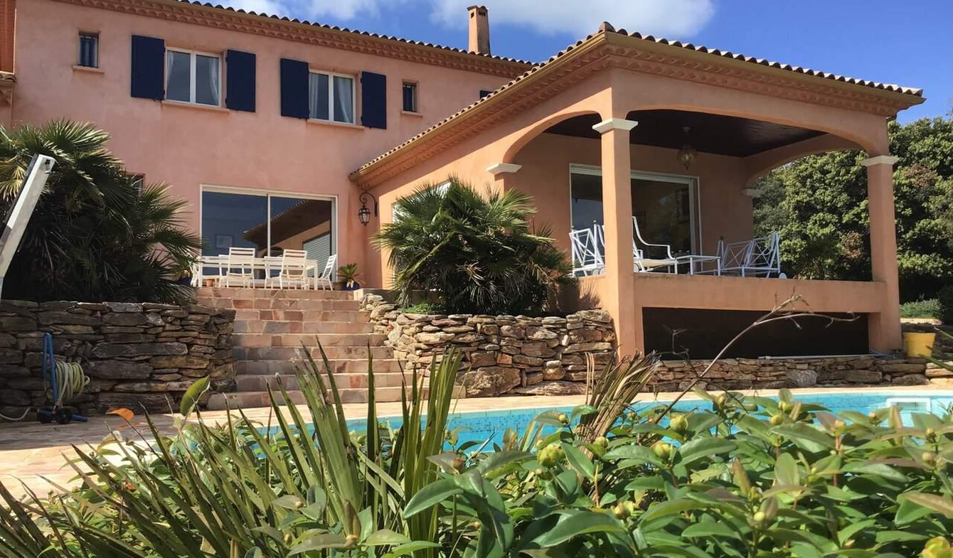 Villa avec piscine et terrasse Faugeres