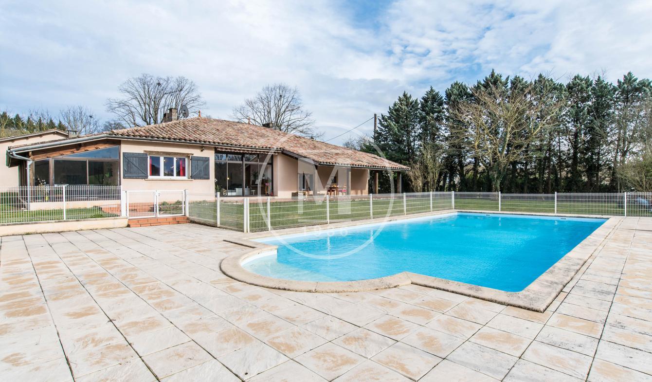Maison avec piscine et terrasse Puygaillard-de-Quercy