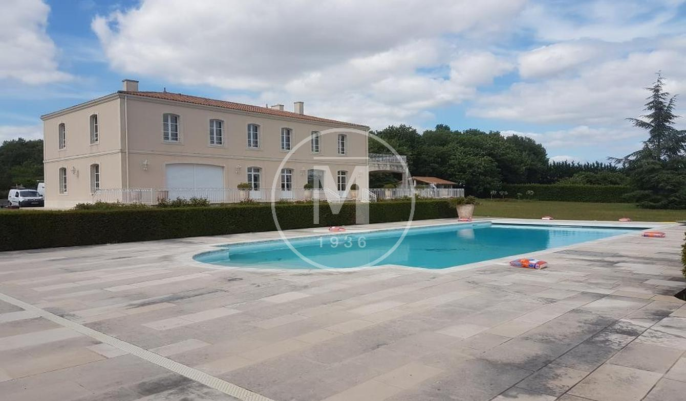 House with pool and terrace Vouneuil-sous-Biard